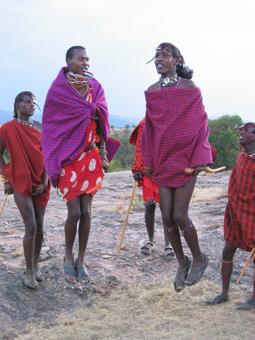 Guerreros masai saltando. Kenya. Agosto de 2003