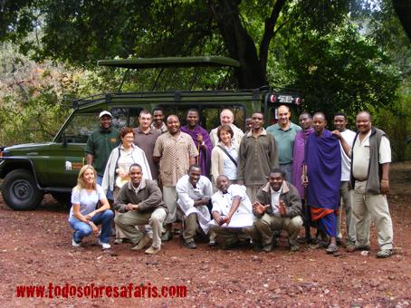Mancho x6 con el personal del Tree Lodge. Agosto de 2007